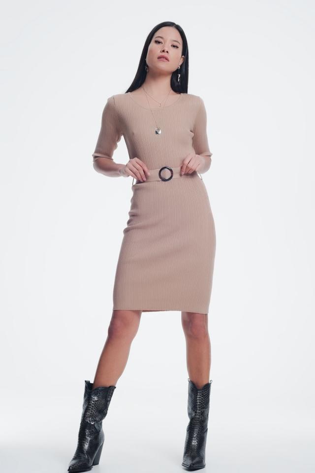 Beige jurk met tailleband