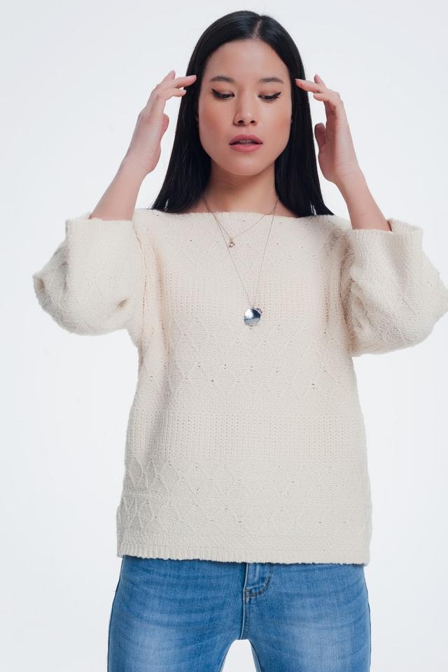 Crème gekleurde trui met gebreide patronen