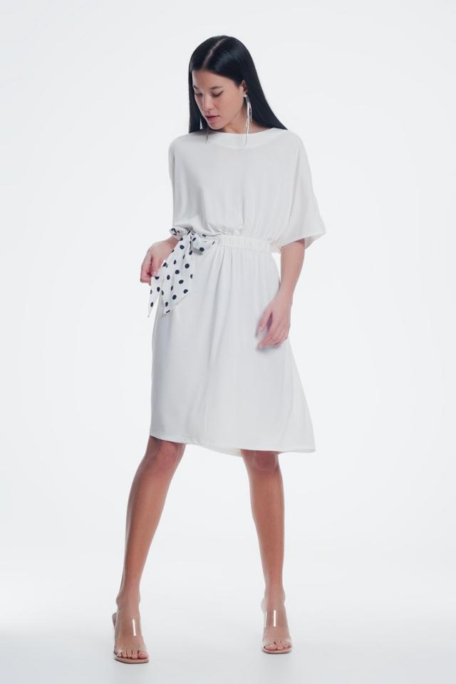 Crème jurk met half stretchende tailleband