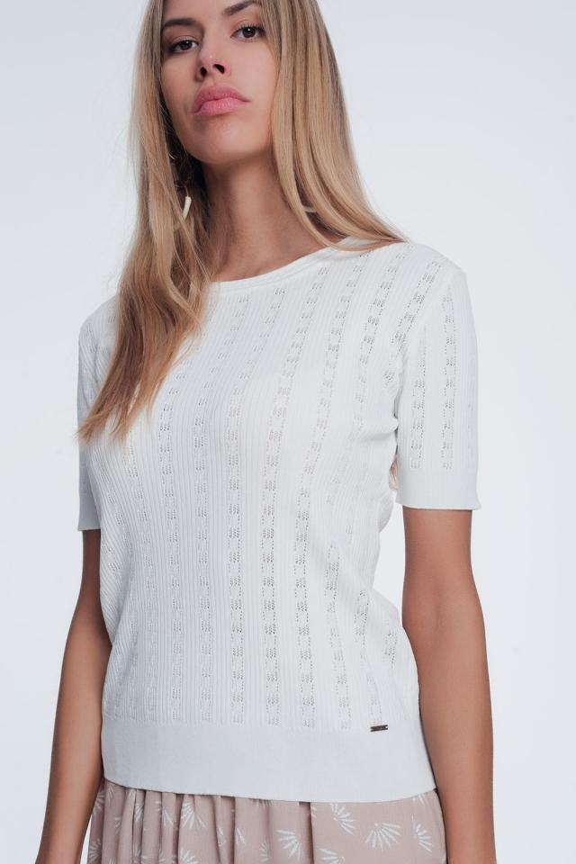 Fijn ribgebreide trui met lage ronde hals en korte mouwen