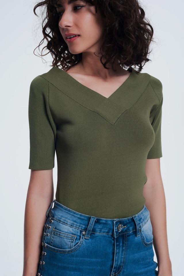 kaki sweater met v-hals en korte mouwen