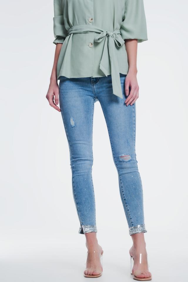Skinny jeans met lovertjes en scheuren aan de knie