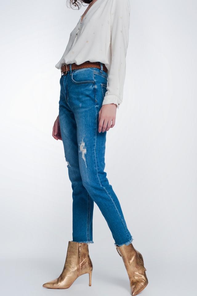 Rechte jeans met gescheurde knieën in middenblauw