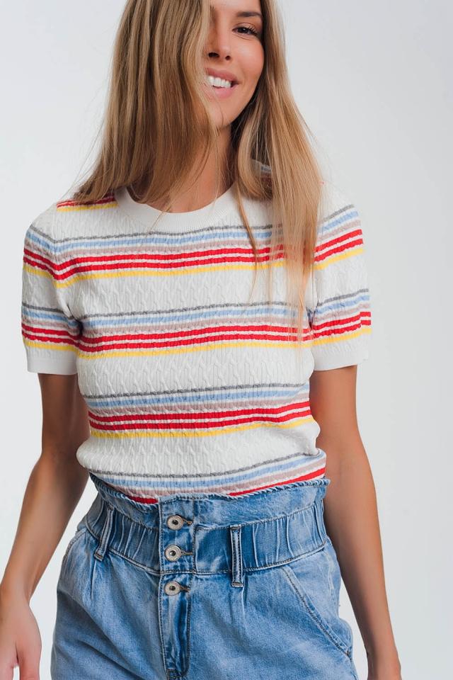 Gebreide trui met gekleurde strepen