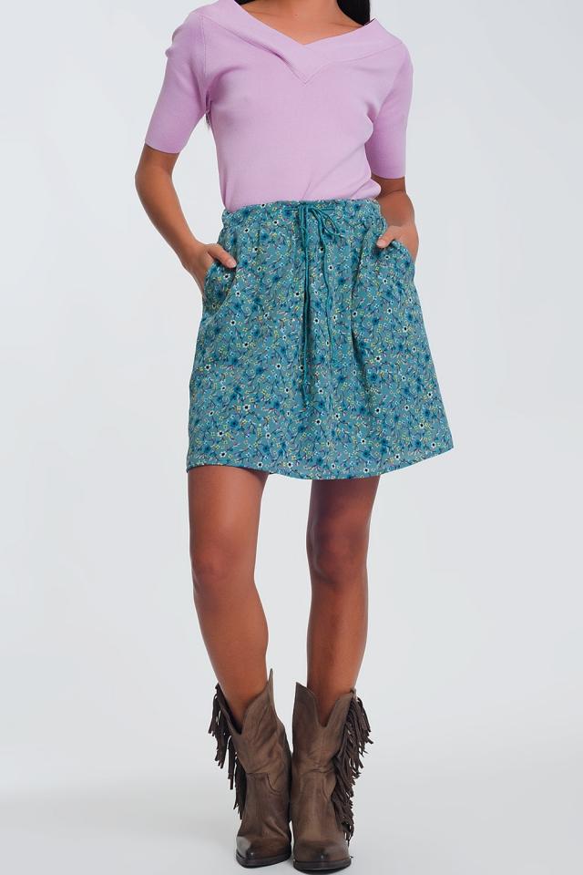 Korte rok met fijne bloemenprint in groen