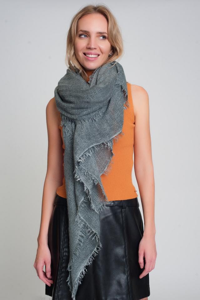 Lichtgewicht gebreide sjaal in grijs