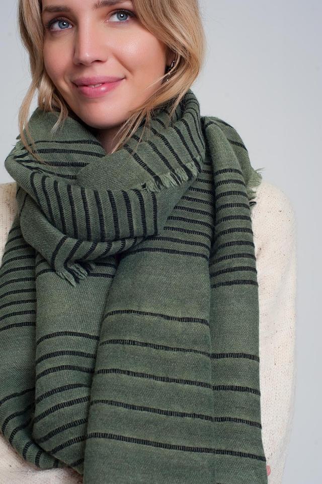 Groene sjaal met zwarte strepen