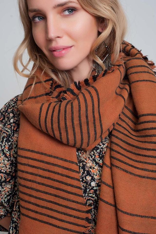 Oranje sjaal met zwarte strepen