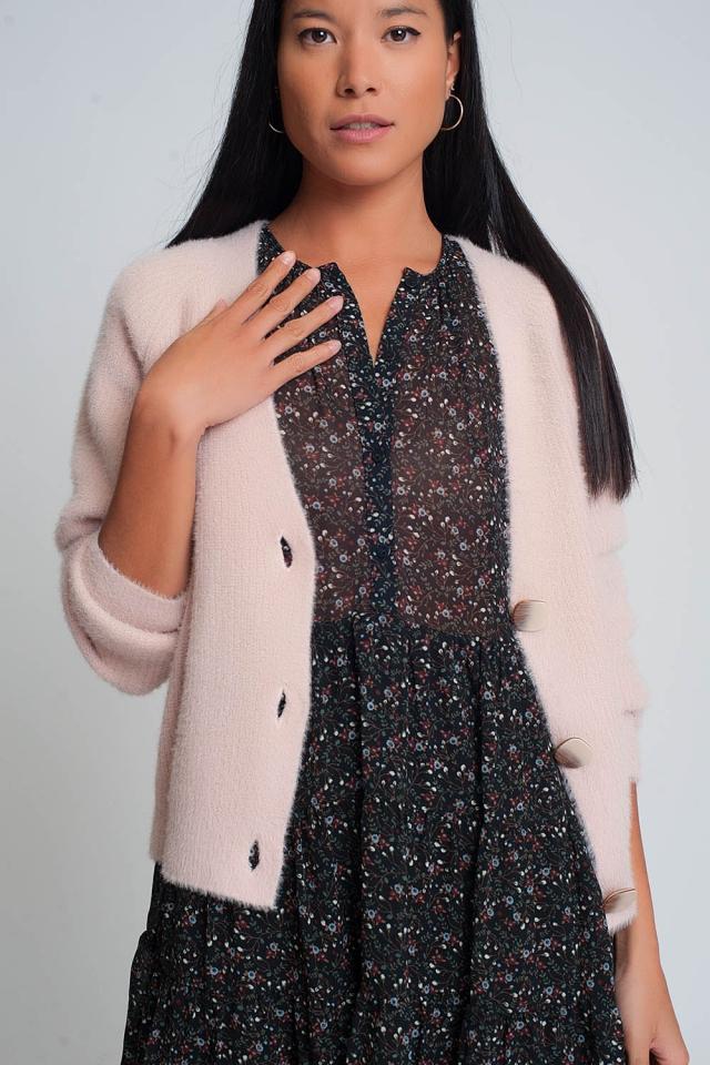 Zacht vest met knoopjes en diepe v-hals in roze