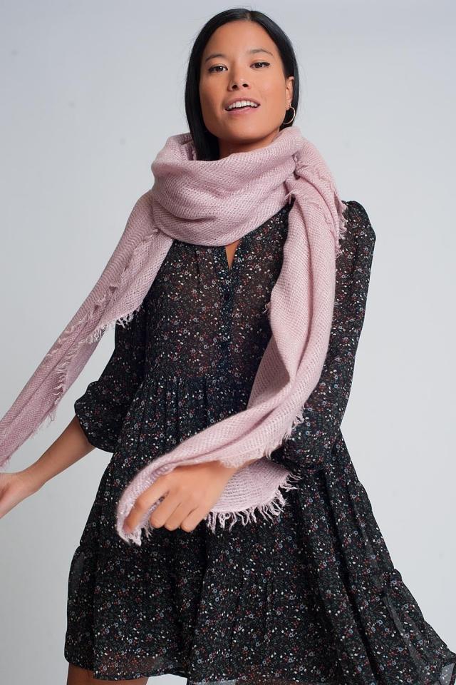 Lichtgewicht gebreide sjaal in roze