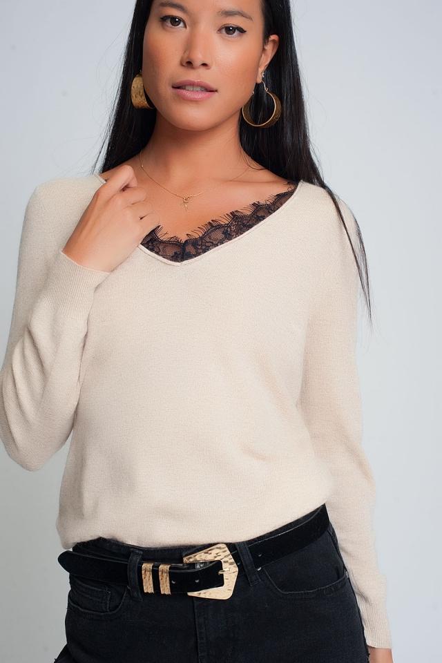 Trui met lange mouwen en V-hals met zwart kantdetail in beige kleur