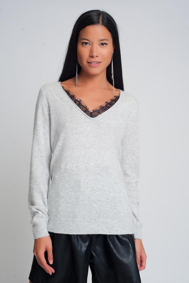 Zachte trui met kantdetail en V-hals in grijze kleur