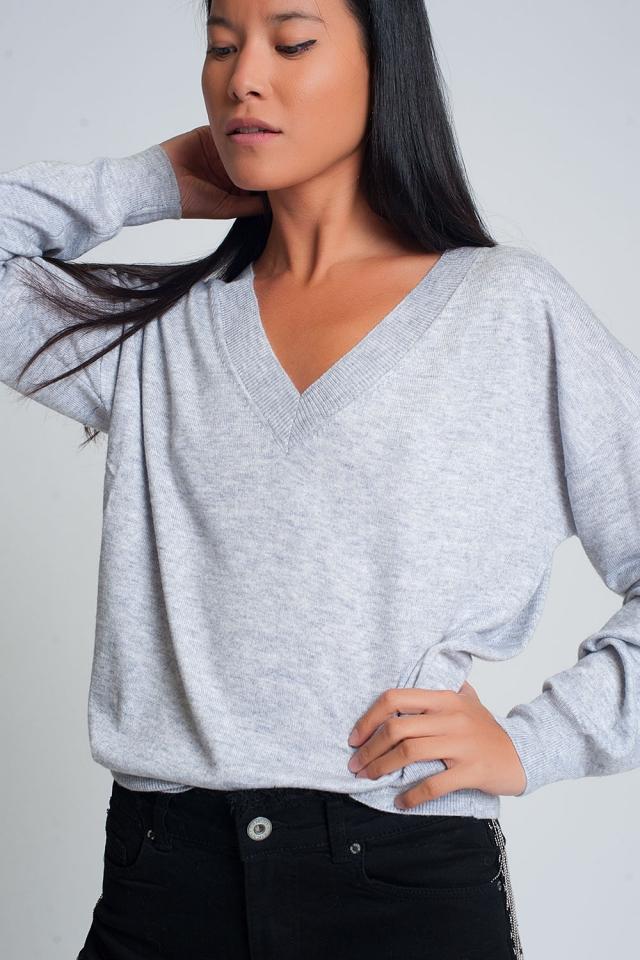Fijn gebreide grijze trui met v-hals
