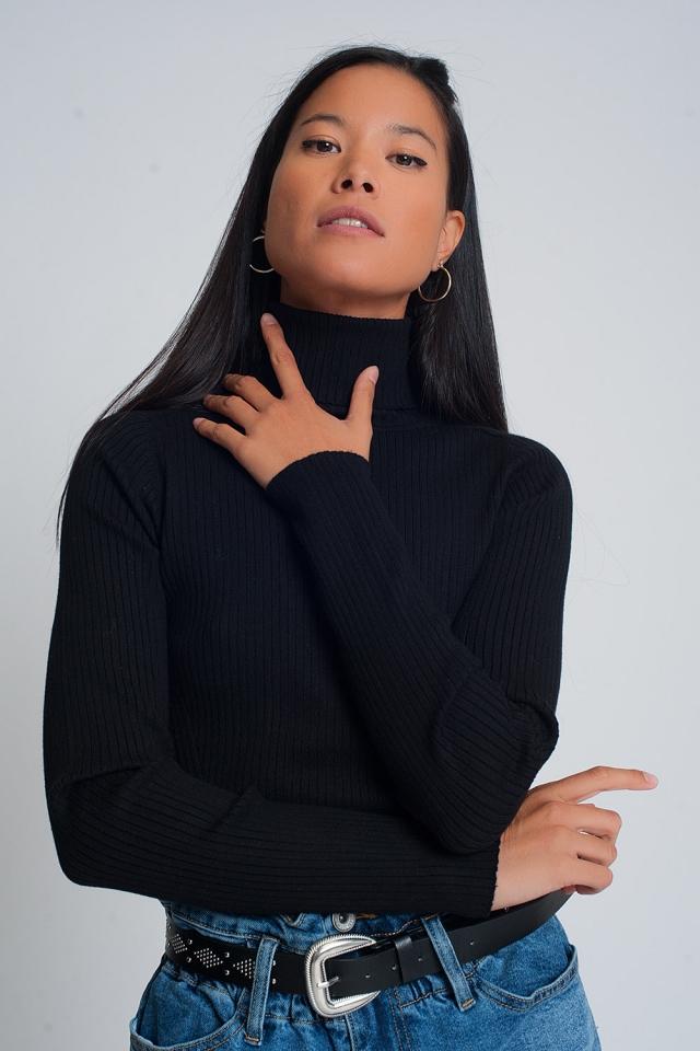 Zachte geribbelde trui met colturi in zwart