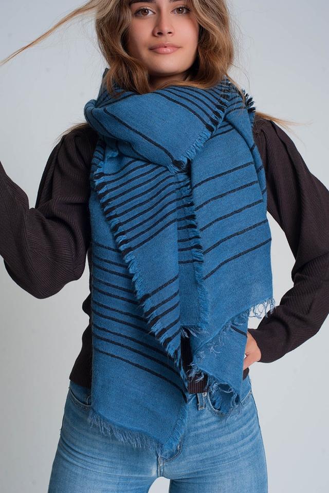 Blauwe sjaal met zwarte strepen
