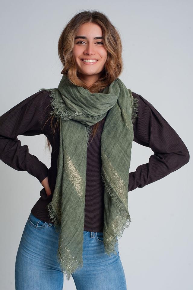 Lichtgewicht sjaal in groen met goudkleurige strepen