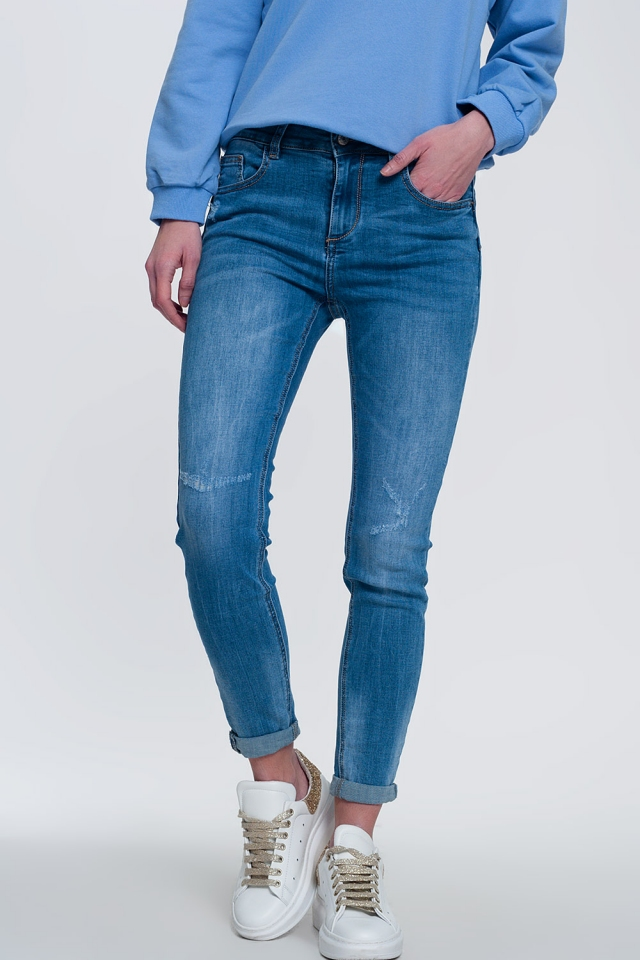 Licht denim skinny jeans met gevouwen enkels en slijtage detail