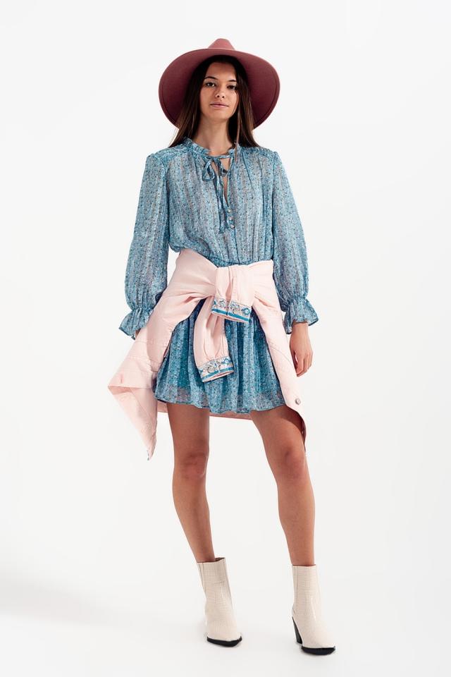 Mini-jurk met gesmokte rok en uitsnijding in Turquoise