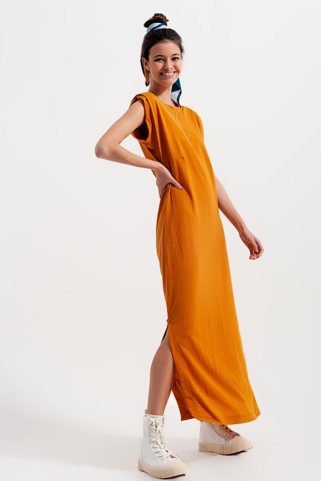 Midaxi-jurk met schoudervullingen in oranje