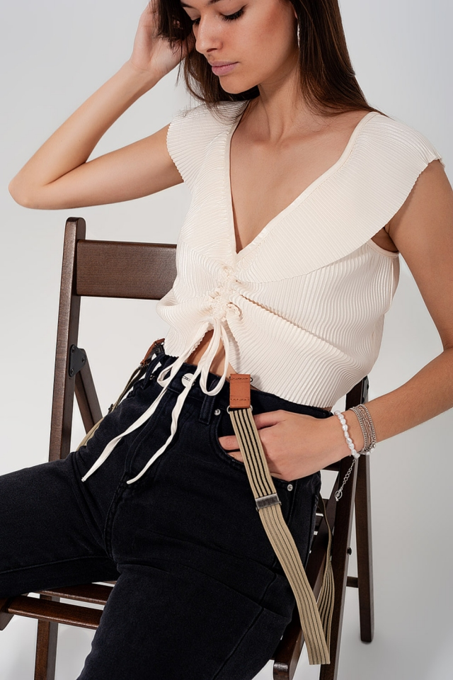 Gesmokte crop top met pofmouwen en striksluiting in crème