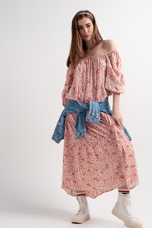 Lange jurk met lage schouders ruches en koraal bloemenprint