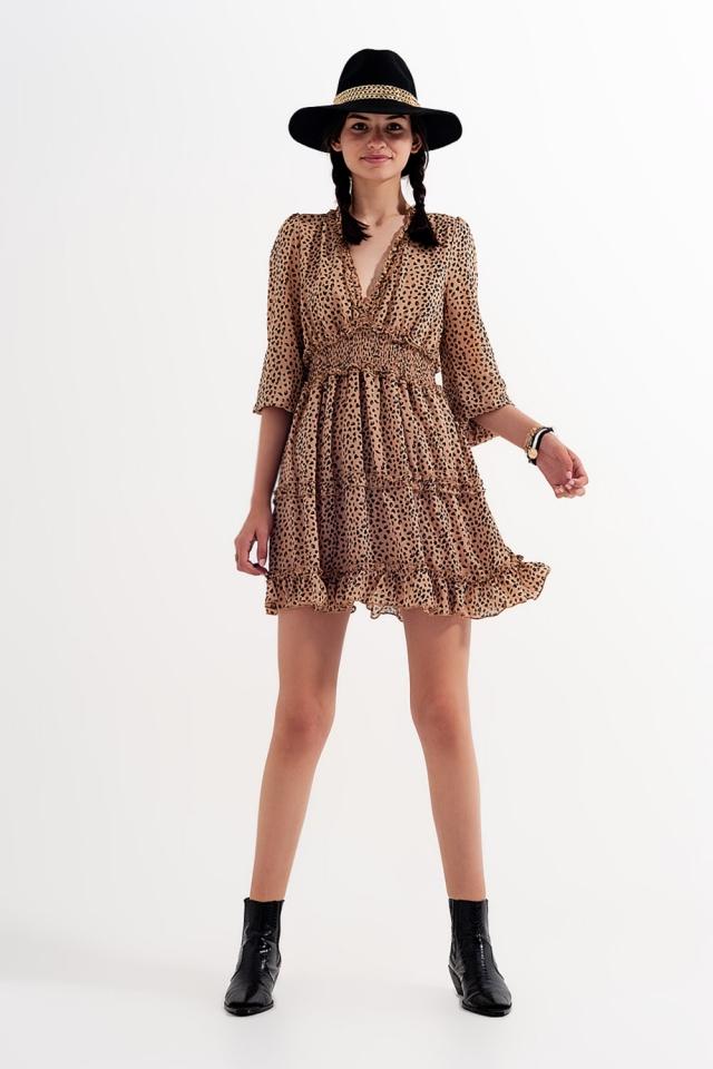 Aangerimpelde mini jurk met lagen V hals en stippenprint Beige