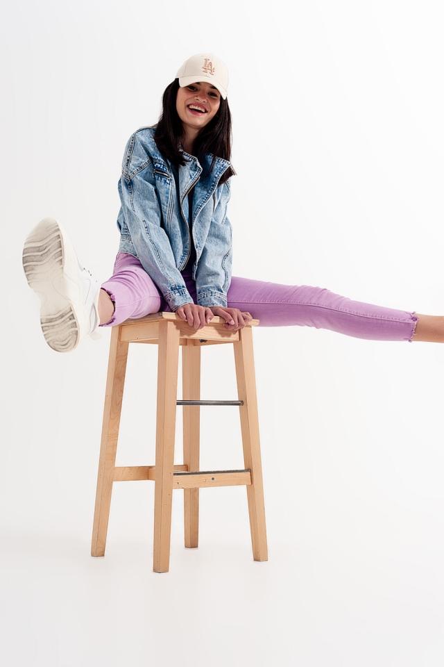 Distressed skinny jeans met onafgewerkte zoom in lila