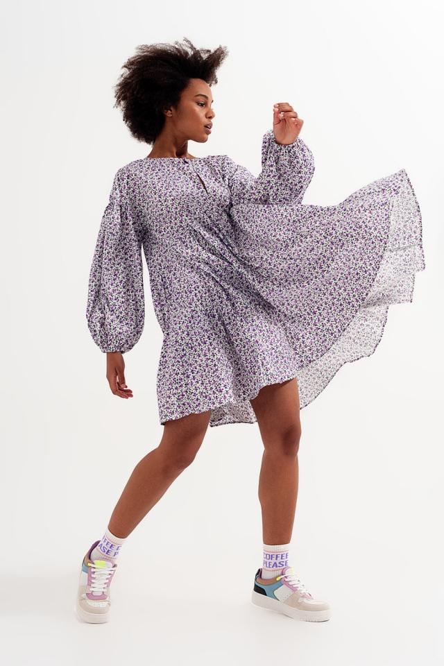 Aangerimpelde mini jurk met strook en volumineuze mouwen en bloemenprint paars