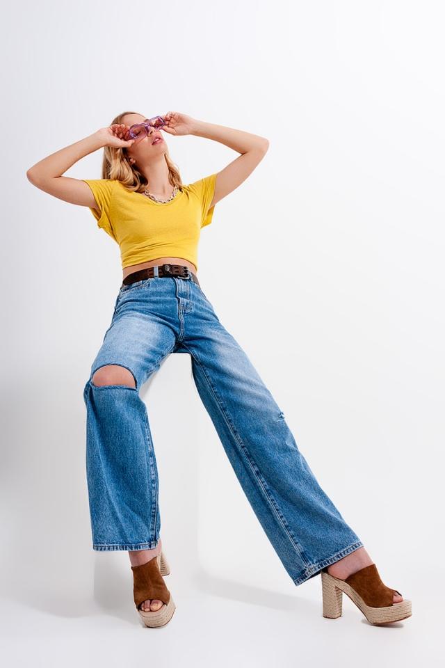 Jeans met wijde pijpen hoge taille en scheur in medium wassing