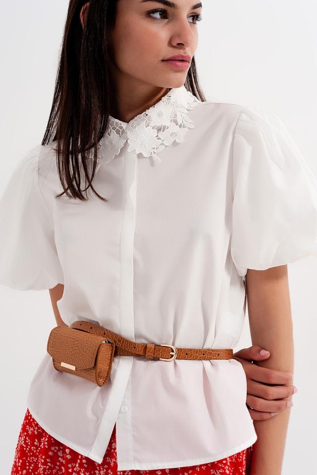 Top met gehaakte kanten kraag in wit