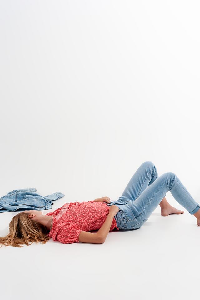 Jeans met scheuren in bleekwassing