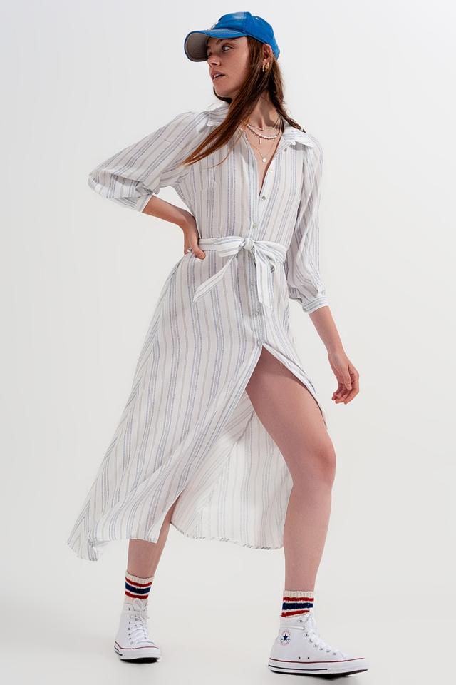 Aangerimpelde midi-jurk met knopen en strepen